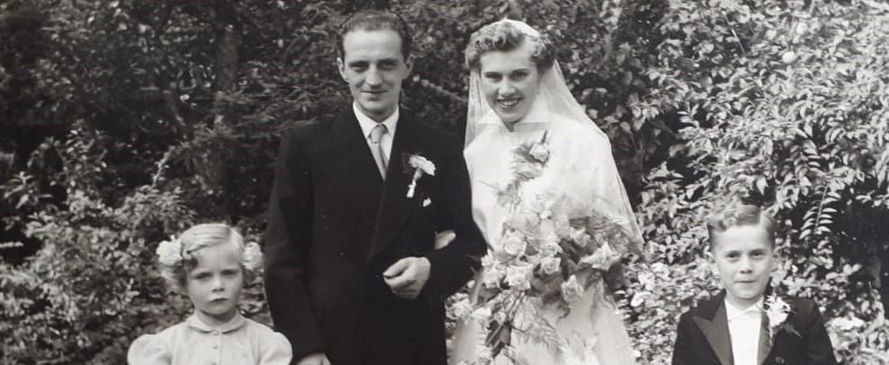trouwfoto, opa, oma, bruidskinderen